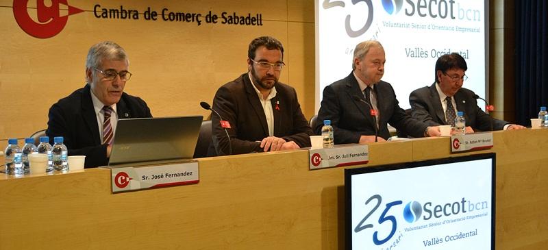 En la foto podemos ver el coordinador de Secot Sabadell, Sr. José Fernandez; el alcalde de Sabadell, Juli Fernàndez; el Presidente de la Cámara de Sabadell, Sr. Antoni Maria Brunet y el Presidente de Secotbcn, Sr. Daniel Cañardo durante el desarrollo del acto.